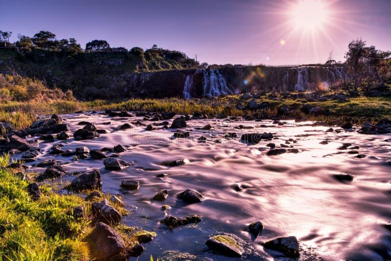 De waterval van Hopkinsdalingen stroomafwaarts stock foto's
