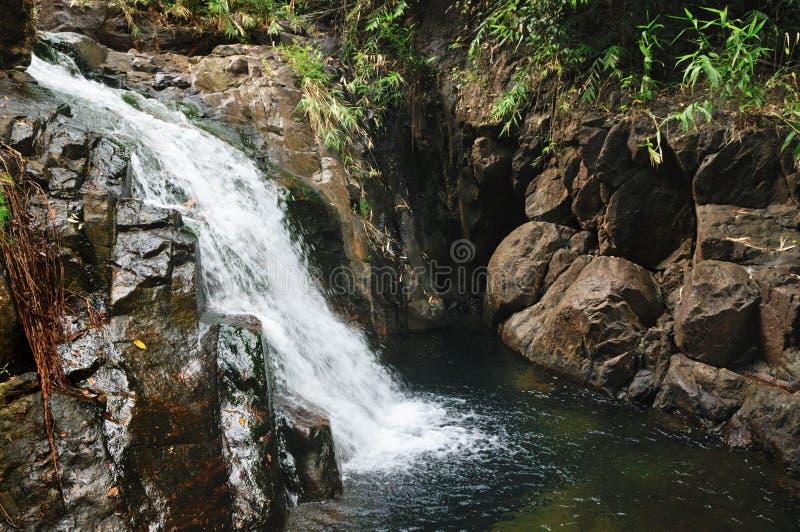 De waterval van Khlongnonsi op Koh Chang-eiland, Thailand royalty-vrije stock foto's