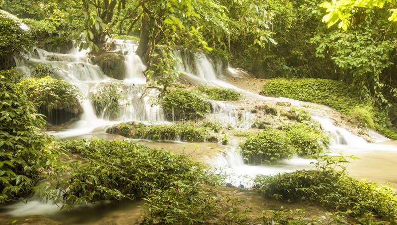 De Waterval van Khuoiky, Tuyen Quang Vietnam stock afbeelding