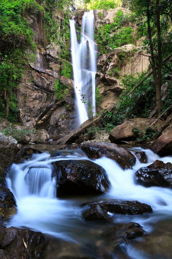 De Waterval van Morkfaa, het Noorden van Thailand stock fotografie