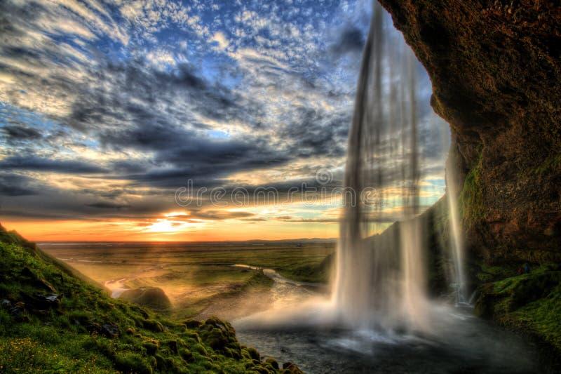 De waterval van Seljalandfoss bij zonsondergang in HDR, IJsland stock foto's