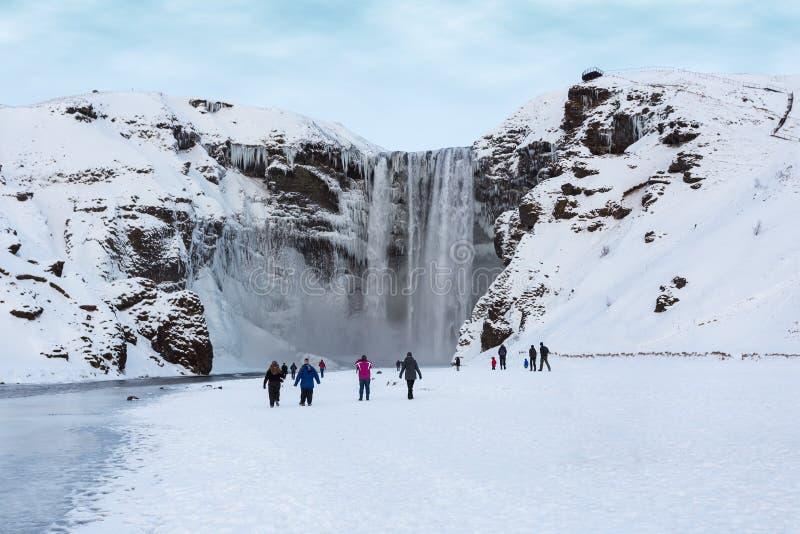 De waterval van Skogafoss stock afbeeldingen