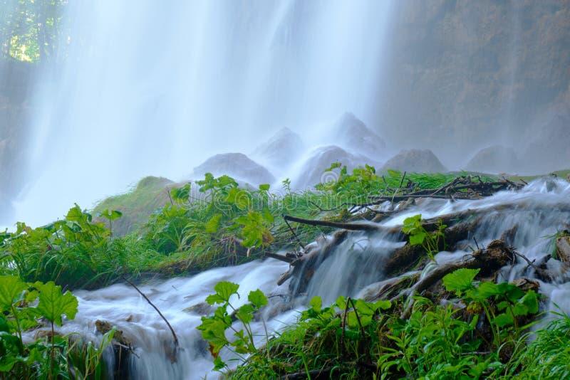 De Waterval van Velikiprstavac - sluit omhoog, details - bij Plitvice-het Nationale Park van Merenplitvicka Jezera, Kroatië stock fotografie