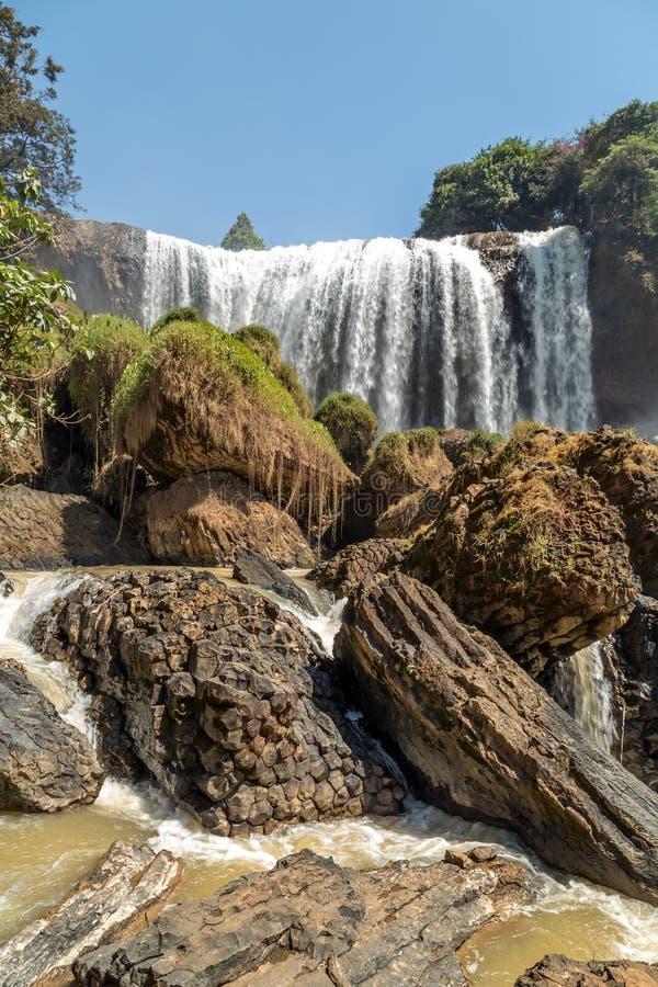 De waterval van Vietnam op berglandschappen royalty-vrije stock foto
