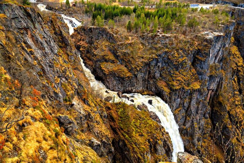 De waterval Voringfossen, mening vanaf de bovenkant, Noorwegen stock afbeeldingen