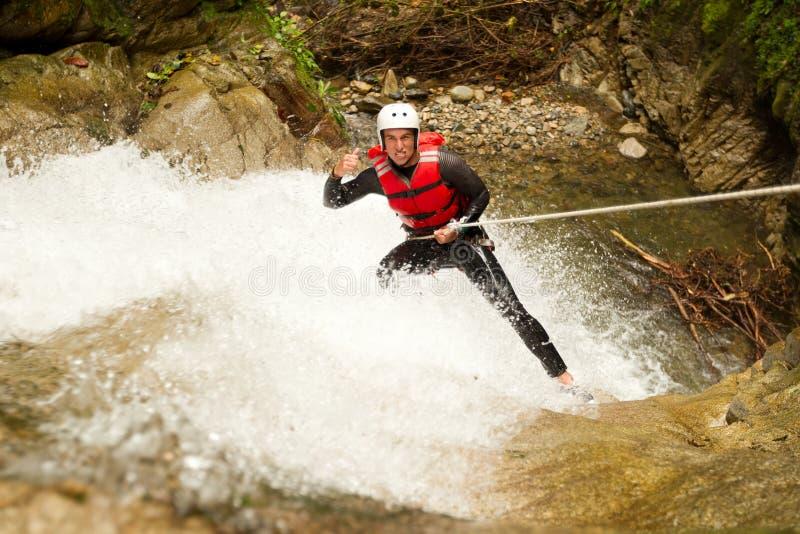 De Watervalafdaling van het canyoningsavontuur stock foto's