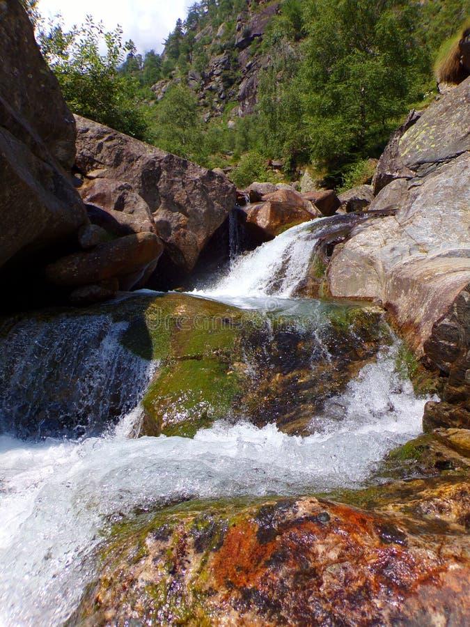 De watervallandschap van de Antronavallei royalty-vrije stock fotografie