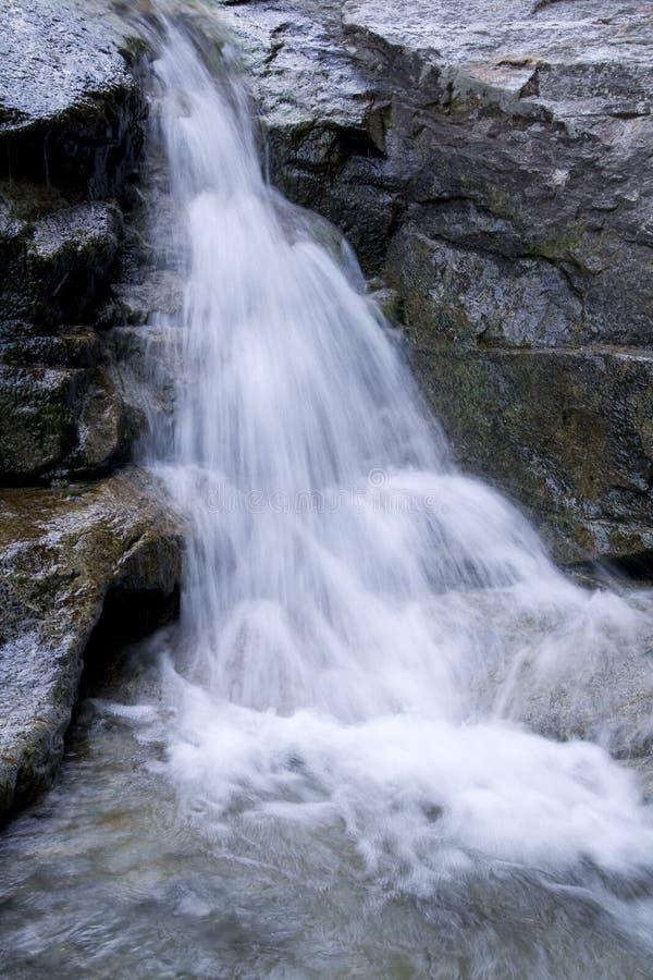 De watervallenwaterval schommelt waterdaling stock afbeeldingen