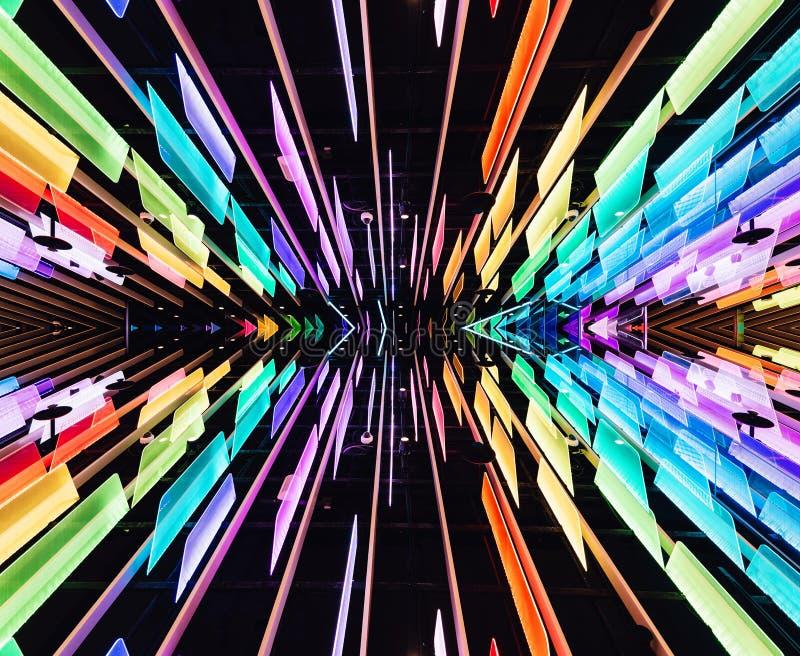 De weerspiegelde regenboog kleurt transparante panelen met LEIDENE lichten die met plafond verfraaiden Perspectiefachtergrond in  stock illustratie