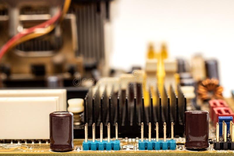 De weerstanden op gele motherboard sluiten omhoog royalty-vrije stock foto