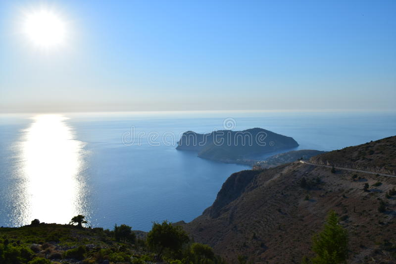 De weg aan Assos Kefalonia stock fotografie