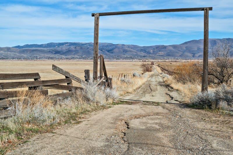 De weg aan de boerderij royalty-vrije stock foto