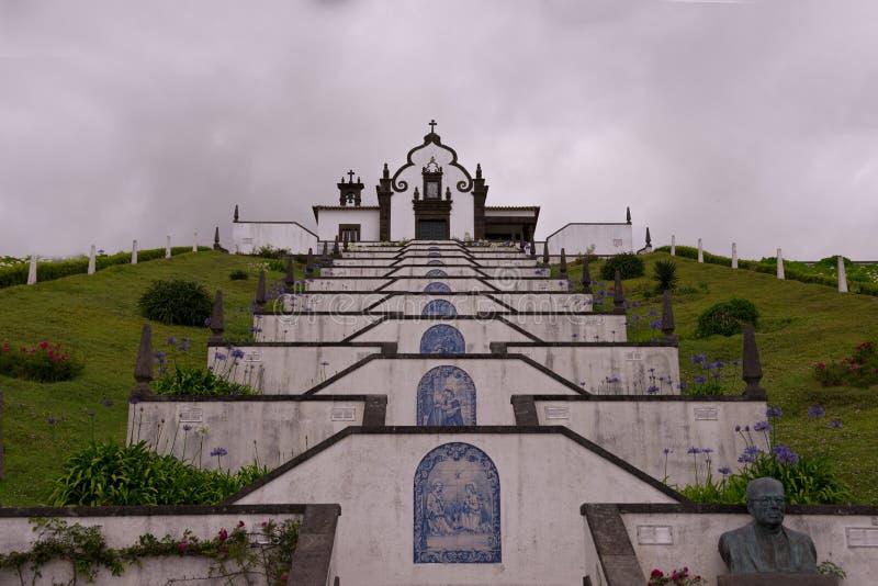 De weg aan de tempel royalty-vrije stock afbeelding