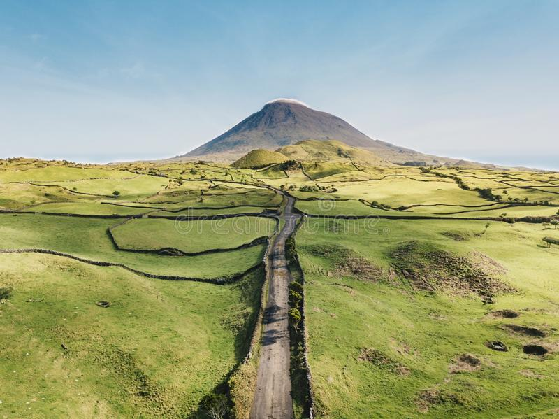 De weg aan de vulkaan Pico royalty-vrije stock fotografie