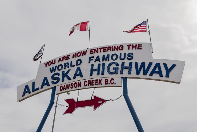 De Weg beginnende plaats van Alaska in Dawson Creek stock afbeeldingen