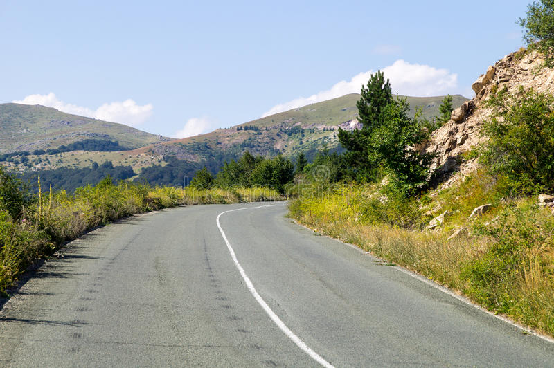 De weg door de Balkan Pas Bulgarije stock afbeelding