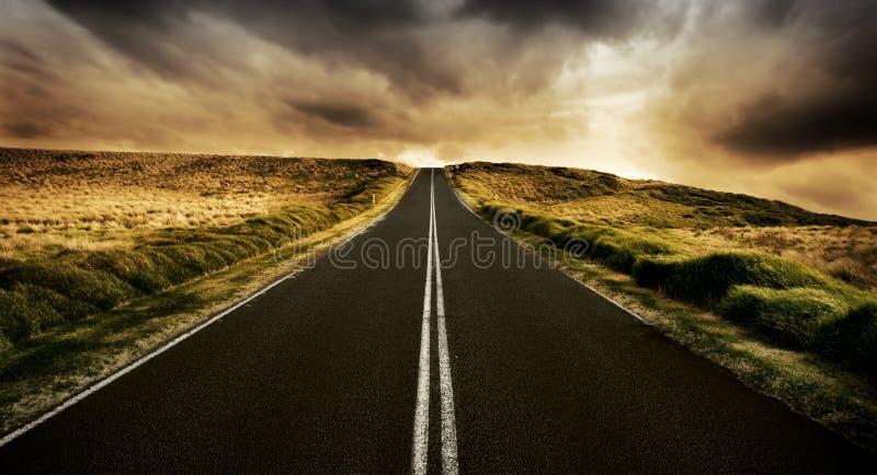 De weg is Lang royalty-vrije stock afbeelding