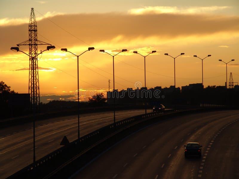 De weg naar de het plaatsen zon. stock afbeeldingen