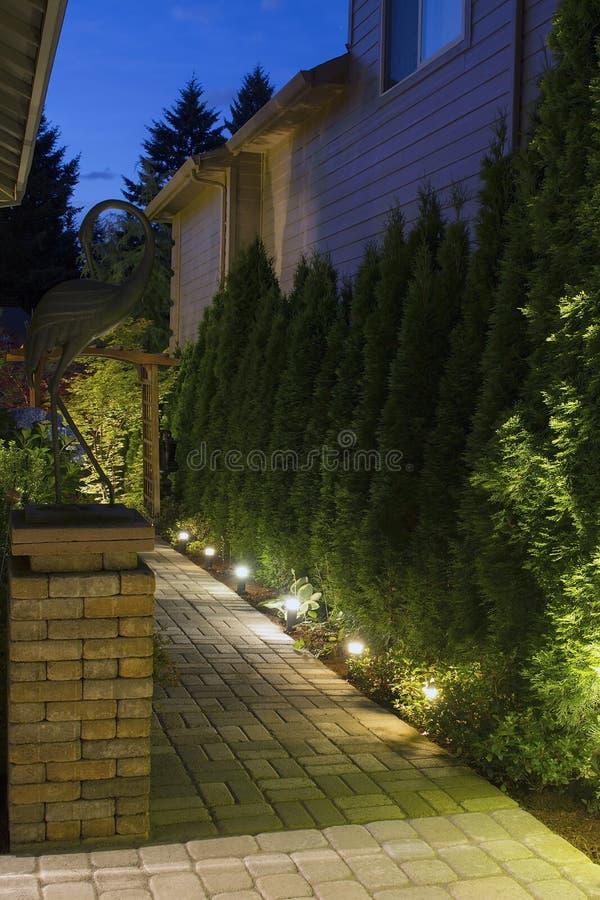 De Weg van de Tuin van de binnenplaats bij Nacht stock foto