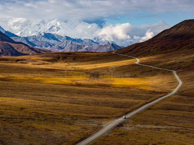 De Weg van het Denalipark in de Herfst stock fotografie