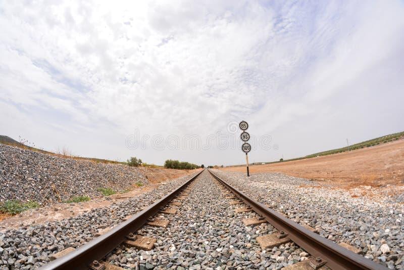 De weg van het treinspoor stock afbeeldingen