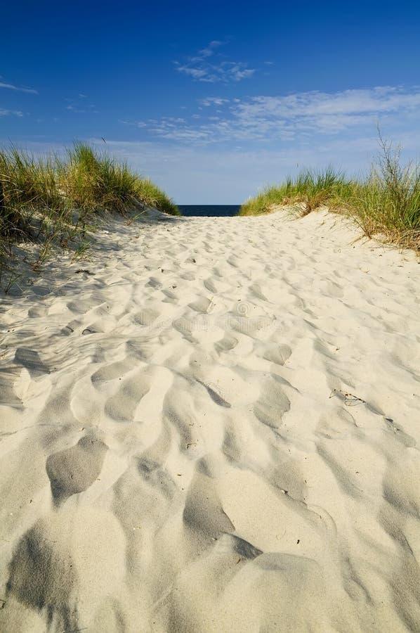 De weg van het zand aan strand royalty-vrije stock foto