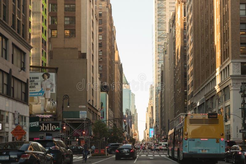 De weg van de de Stadsstraat van New York in Manhattan stock afbeeldingen