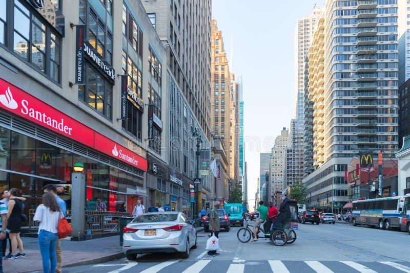 De weg van de de Stadsstraat van New York in Manhattan stock afbeelding