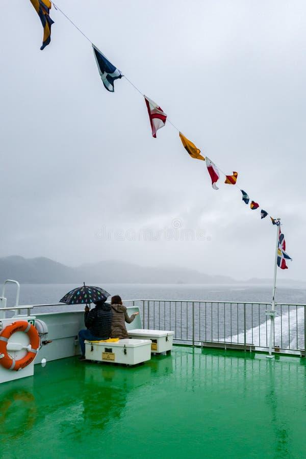 De weg van Stavanger aan Preikestolen door de fjorden stock foto