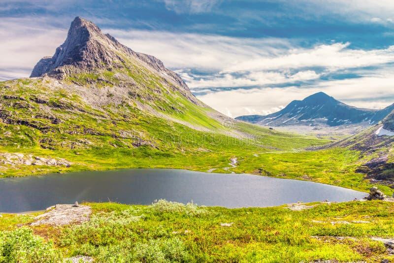 De weg van de Trollstigensleeplijn in Noorwegen stock afbeelding