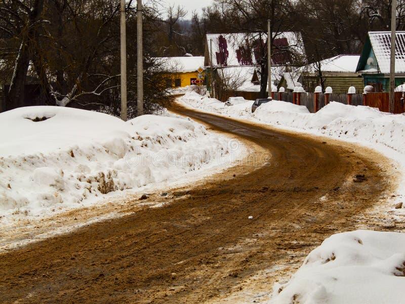 De weg van de winter in het platteland stock afbeelding
