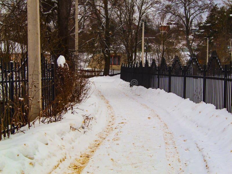 De weg van de winter in het platteland stock foto's