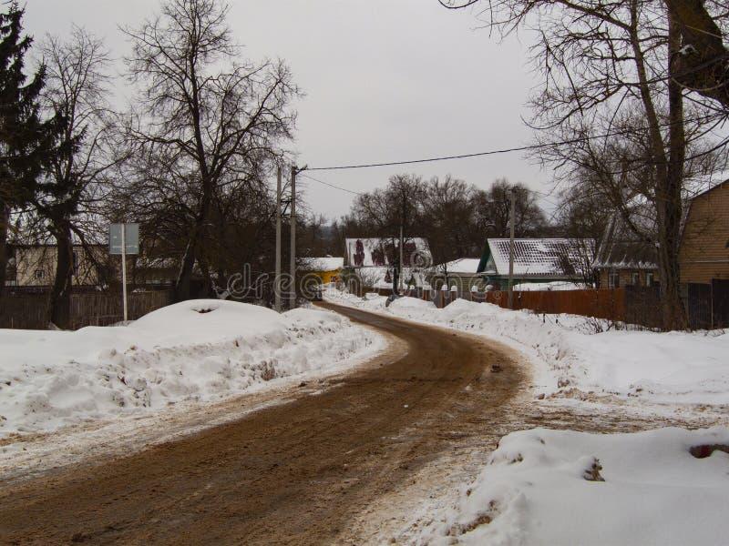 De weg van de winter in het platteland royalty-vrije stock afbeeldingen