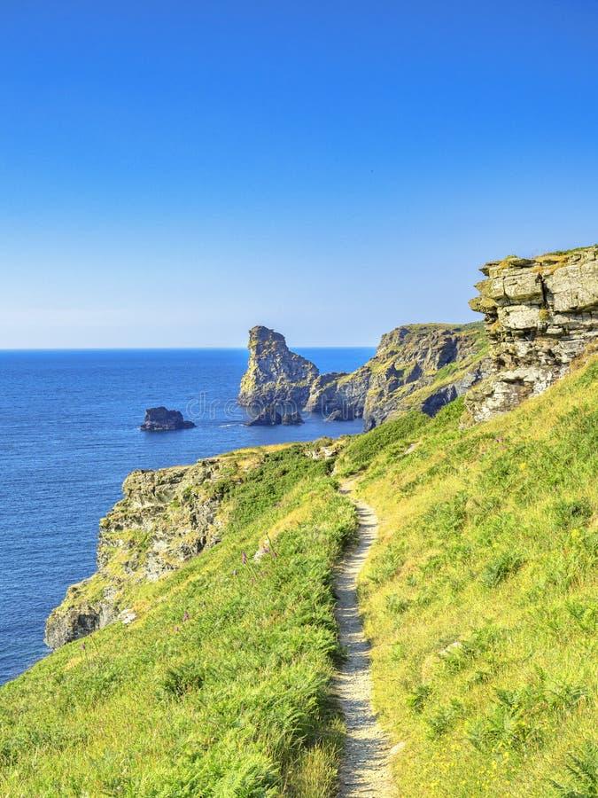 De Weg van de zuidwestenkust dichtbij Tintagel Cornwall het UK royalty-vrije stock afbeeldingen