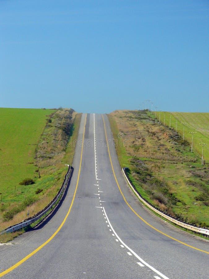 De weg vooruit - Road Stright omhoog een Heuvel stock foto