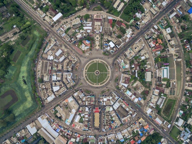 De wegcirkel bij 6 stegen komt samen in Thailand stock fotografie
