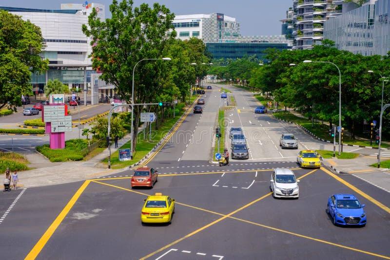 De wegen in Singapore zijn schoon, comfortabel en geschikt voor autogebruikers Motorfiets en er zijn veilige voetgangers Er zijn  royalty-vrije stock foto's