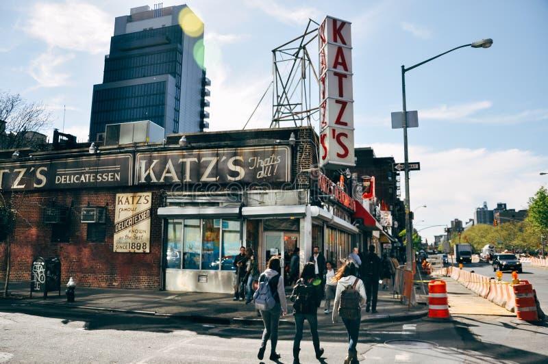 De wereldberoemde Delicatessenwinkel van Katz ` s in Manhattan royalty-vrije stock foto's
