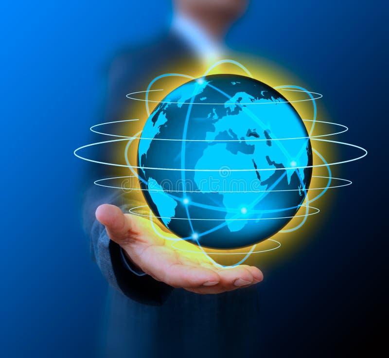 De wereldtechnologie van de zakenmanholding stock fotografie