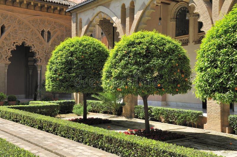 De werf van paleis Aljaferia stock afbeeldingen