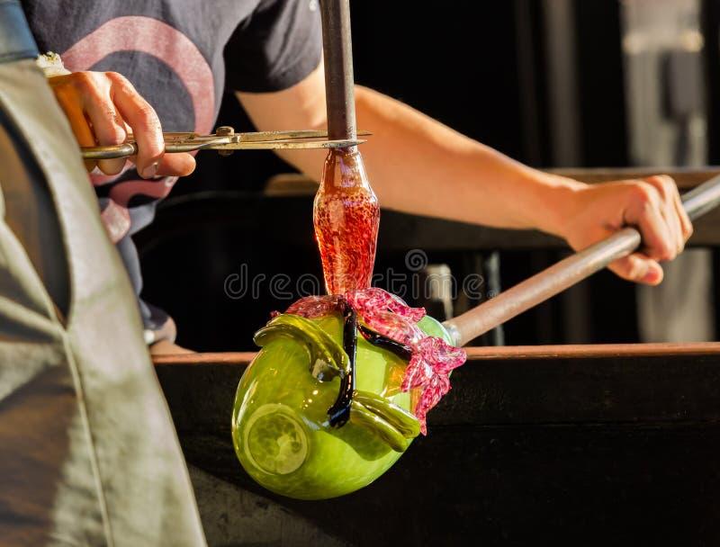 De werken van de glasventilator aangaande overladen groene fles royalty-vrije stock foto