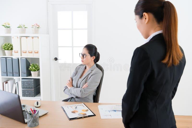 De werkgever kan ` t de werknemer vergeven royalty-vrije stock afbeelding