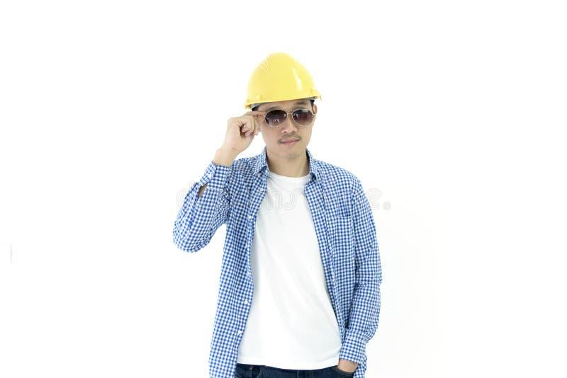 De werknemer van de bedrijfsmenseningenieur met blauw scottoverhemd en zwart e stock foto's