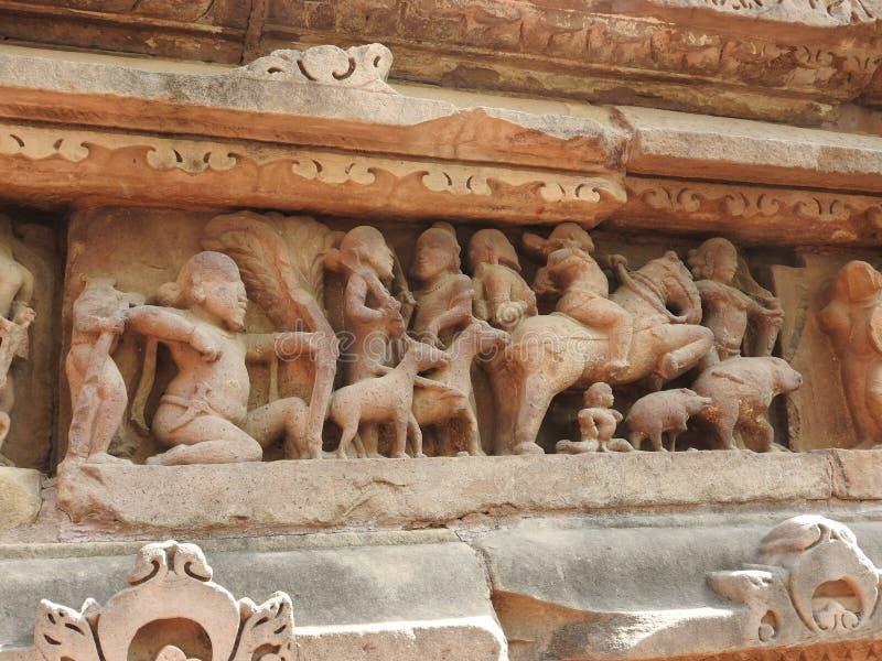 De Westelijke groep Khajuraho-tempels, een Unesco-erfenisplaats, is beroemd voor zijn erotische beeldhouwwerken, India, duidelijk stock afbeelding