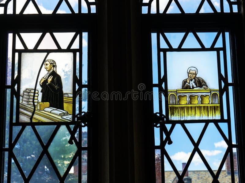 De Wetsbibliotheek Yale University New Haven Connecticut van het advocatengebrandschilderde glas royalty-vrije stock foto's