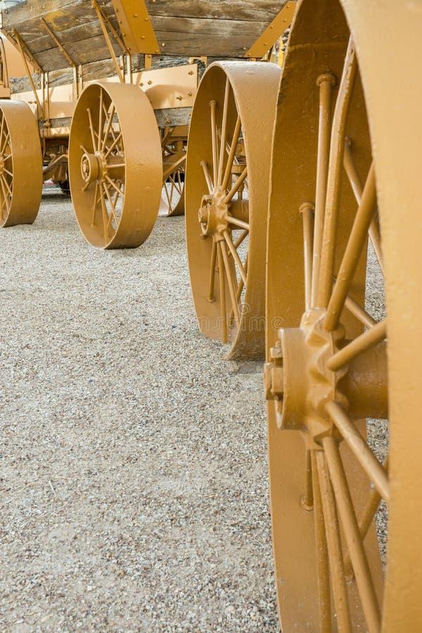 Download De Wielen Van De Wagen Van Het Staal Stock Afbeelding - Afbeelding bestaande uit vervoer, wagen: 29513305