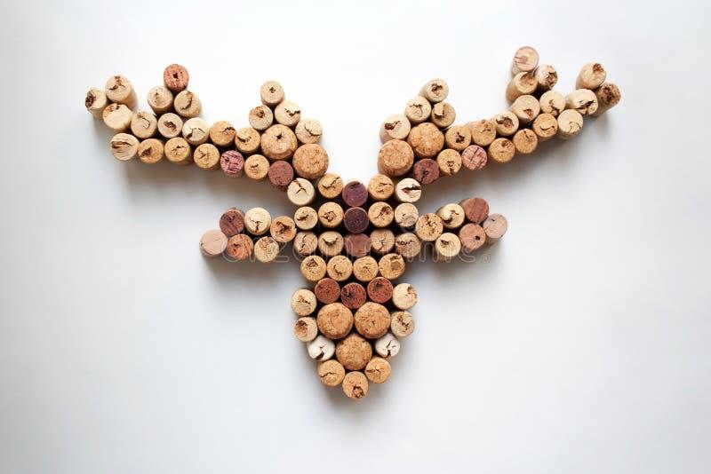 De wijn kurkt hertenhoofd met geweitakken royalty-vrije stock fotografie