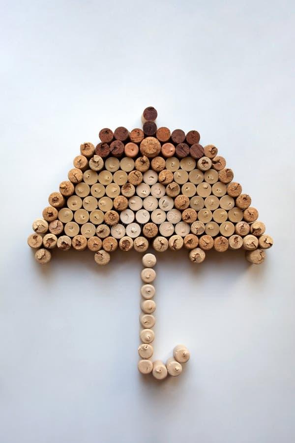 De wijn kurkt paraplupictogram op witte achtergrond royalty-vrije stock foto's