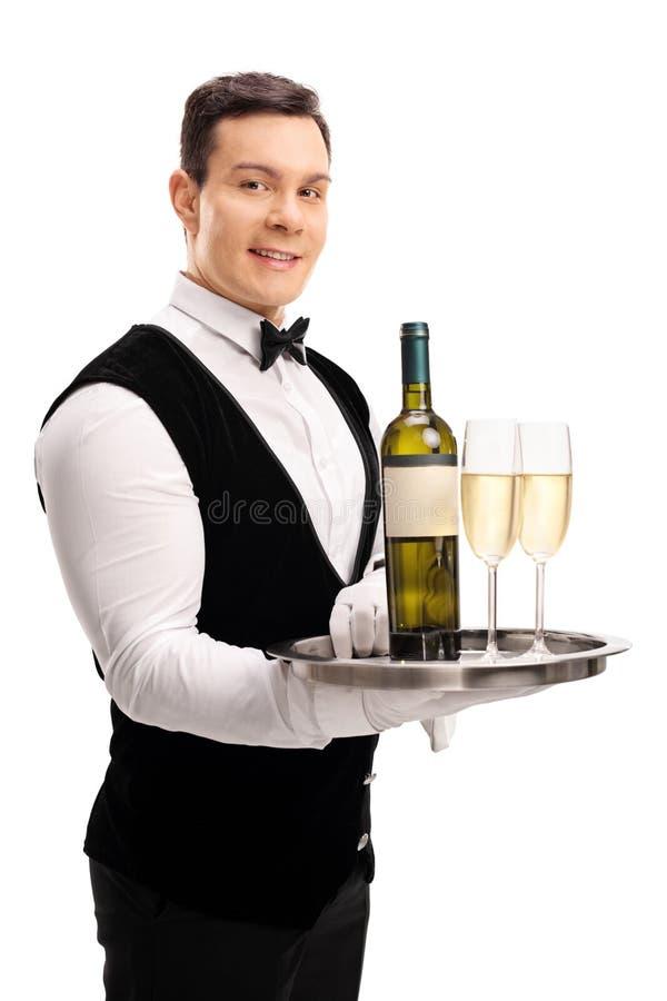 De wijn van de kelnersholding en twee glazen stock foto's
