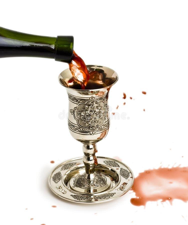 De wijn van Shabbats in de kop stock fotografie